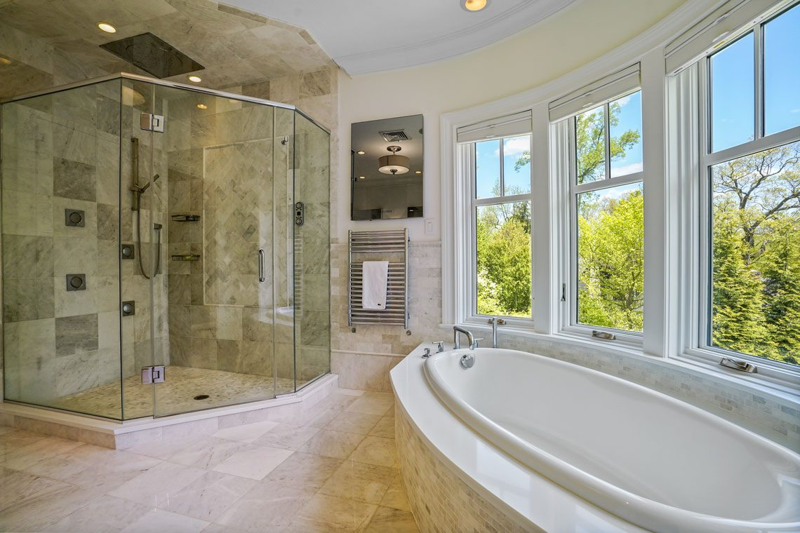 15 – 24 Delwick Lane – Spa-like Master Bath