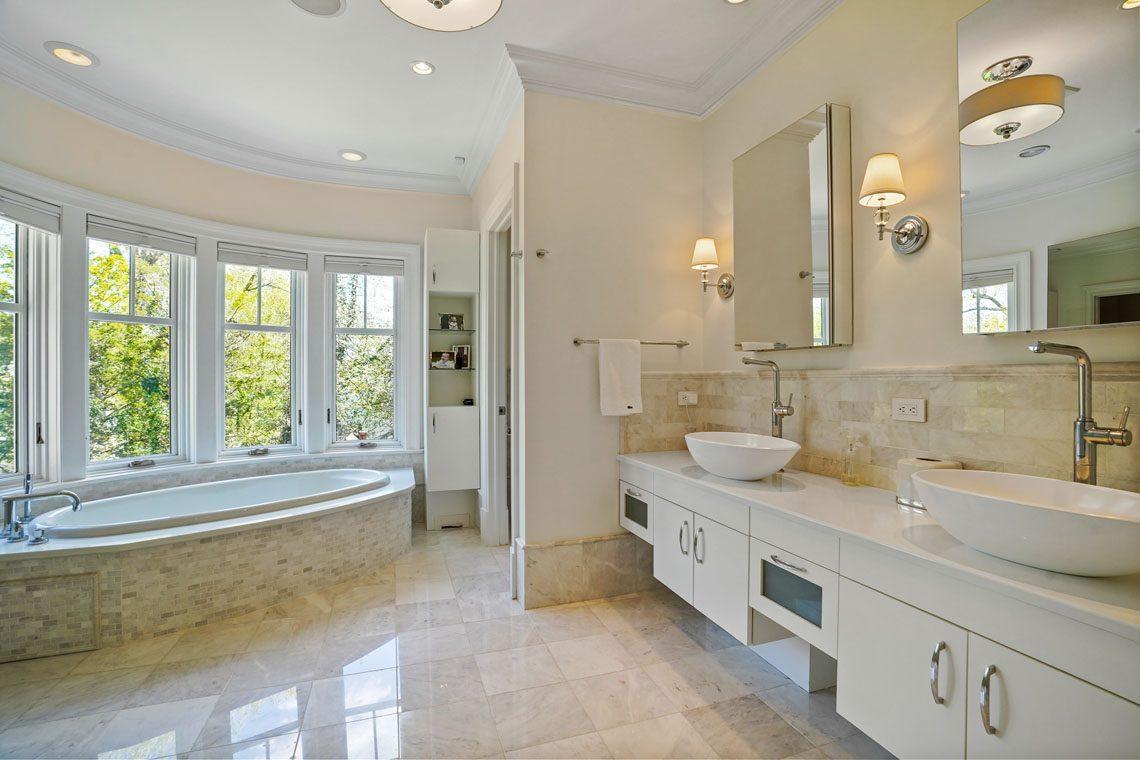 16 – 24 Delwick Lane – Spa-like Master Bath