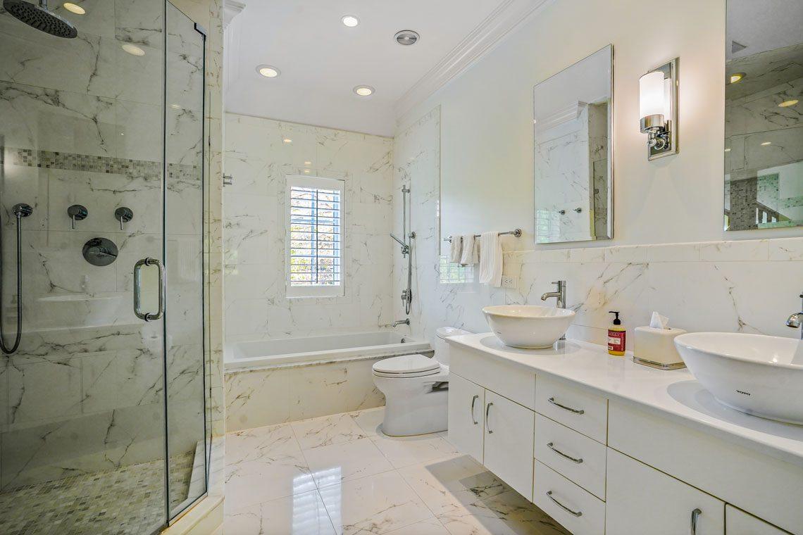 19 – 24 Delwick Lane – Full Bath