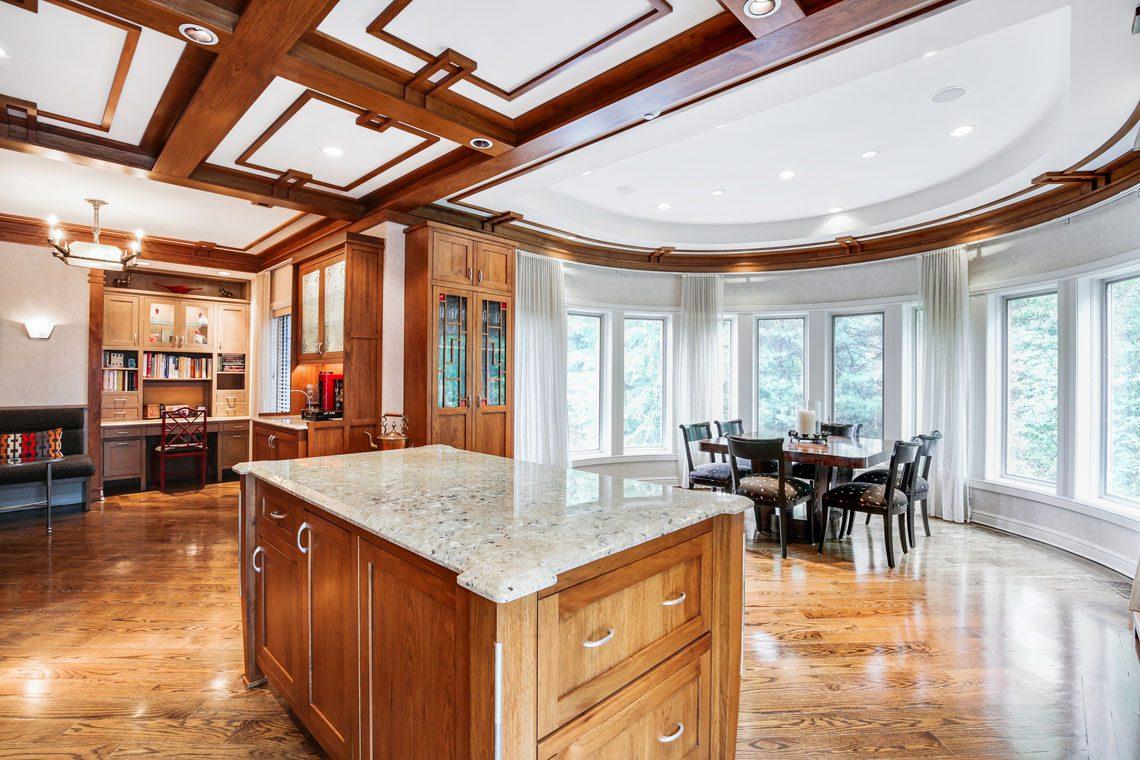 11 -24 Mountain Ridge Drive – Gourmet Eat-in Kitchen