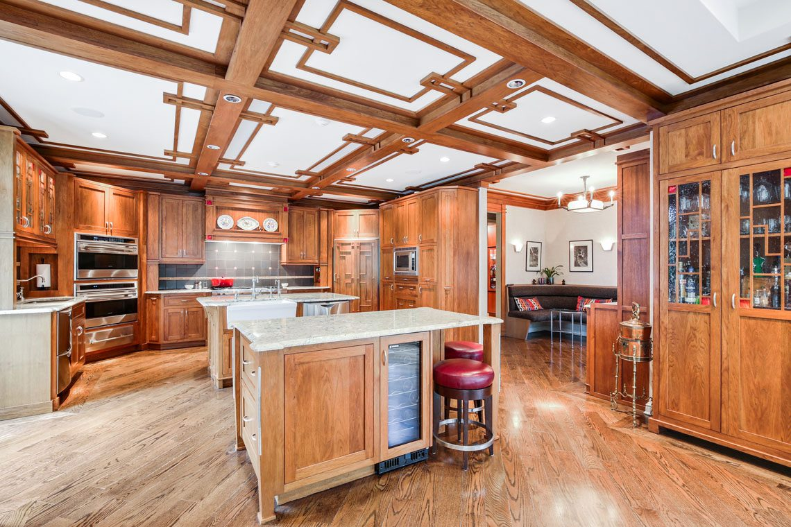 12 – 24 Mountain Ridge Drive – Gourmet Eat-in Kitchen