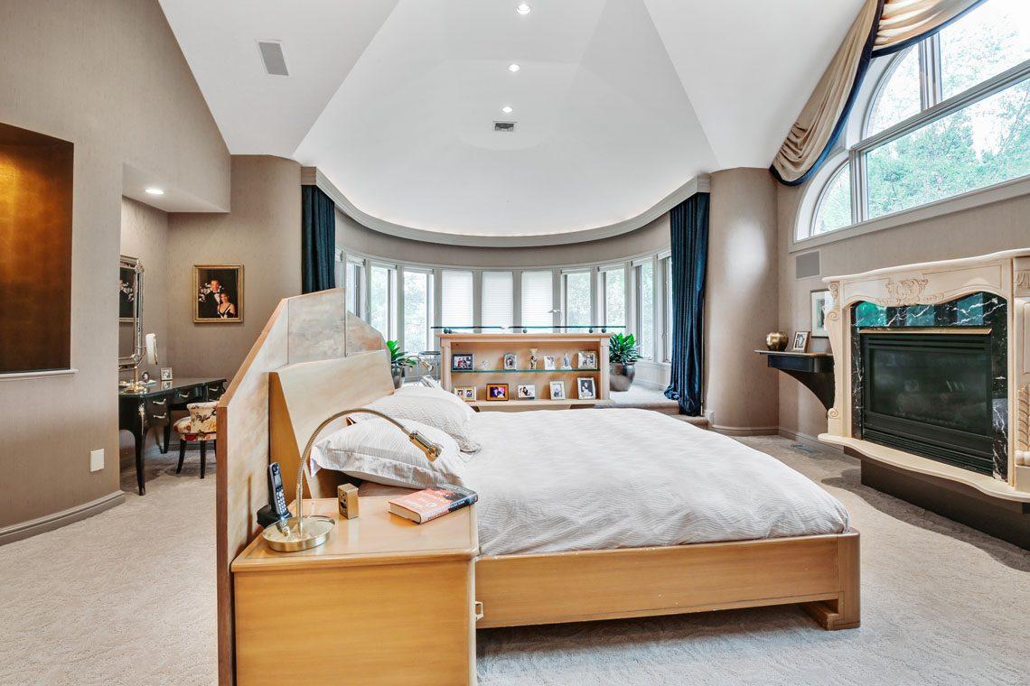 15 – 24 Mountain Ridge Drive – Master Bedroom