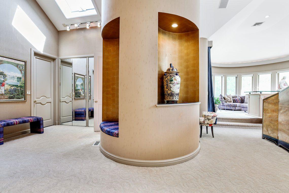 16 – 24 Mountain Ridge Drive – Master Dressing Room