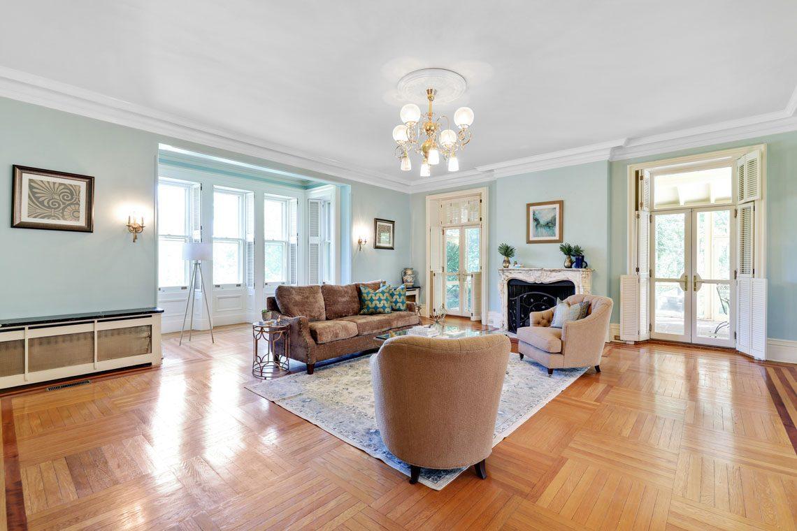 18 – 12 E Hartshorn Drive – Sitting Room