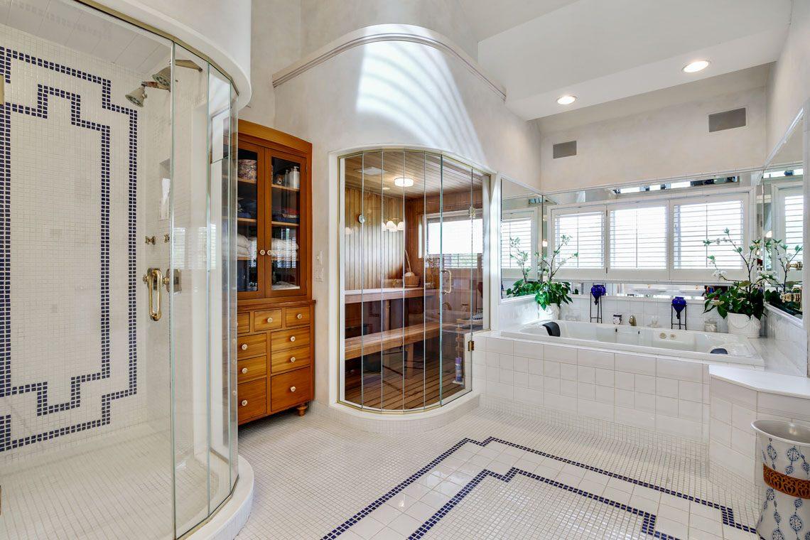 18 – 24 Mountain Ridge Drive – Spa-like Master Bath