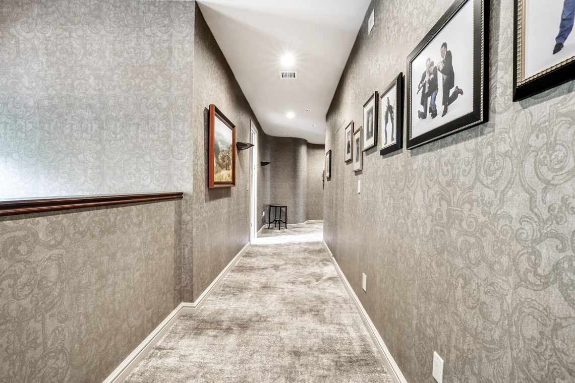 19 – 24 Mountain Ridge Drive – Hallway