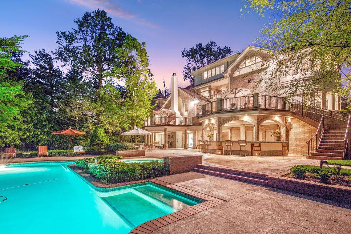 2 – 24 Mountain Ridge Drive – Stunning Pool