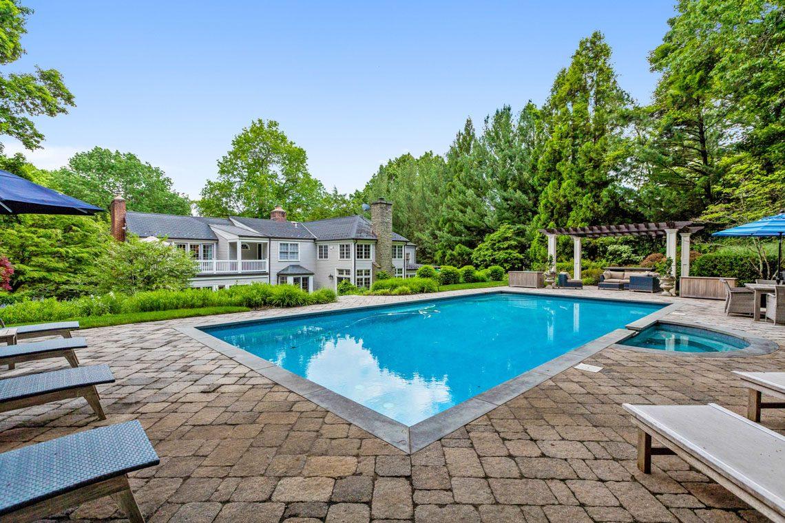 23 – 11 Hardwell Road – Gorgeous Pool