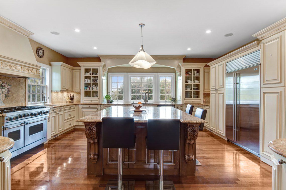 10 – 275 Hobart Avenue – Kitchen