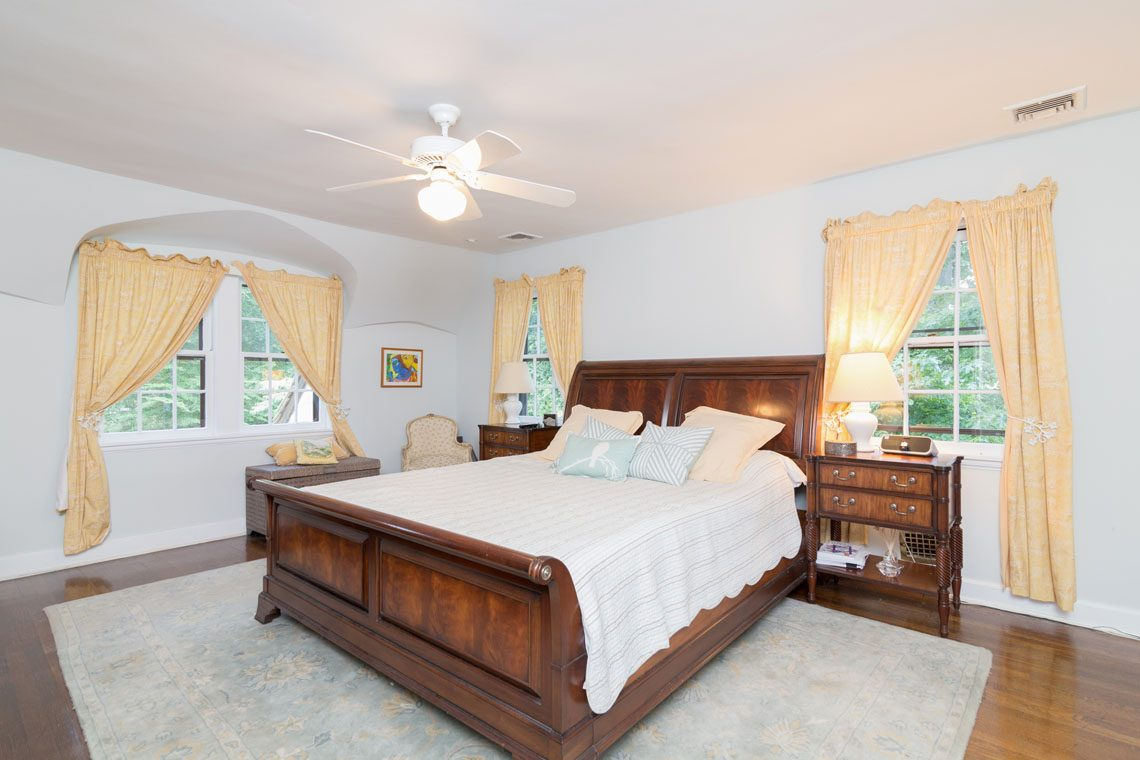 11 – 30 Delwick Lane – Master Bedroom