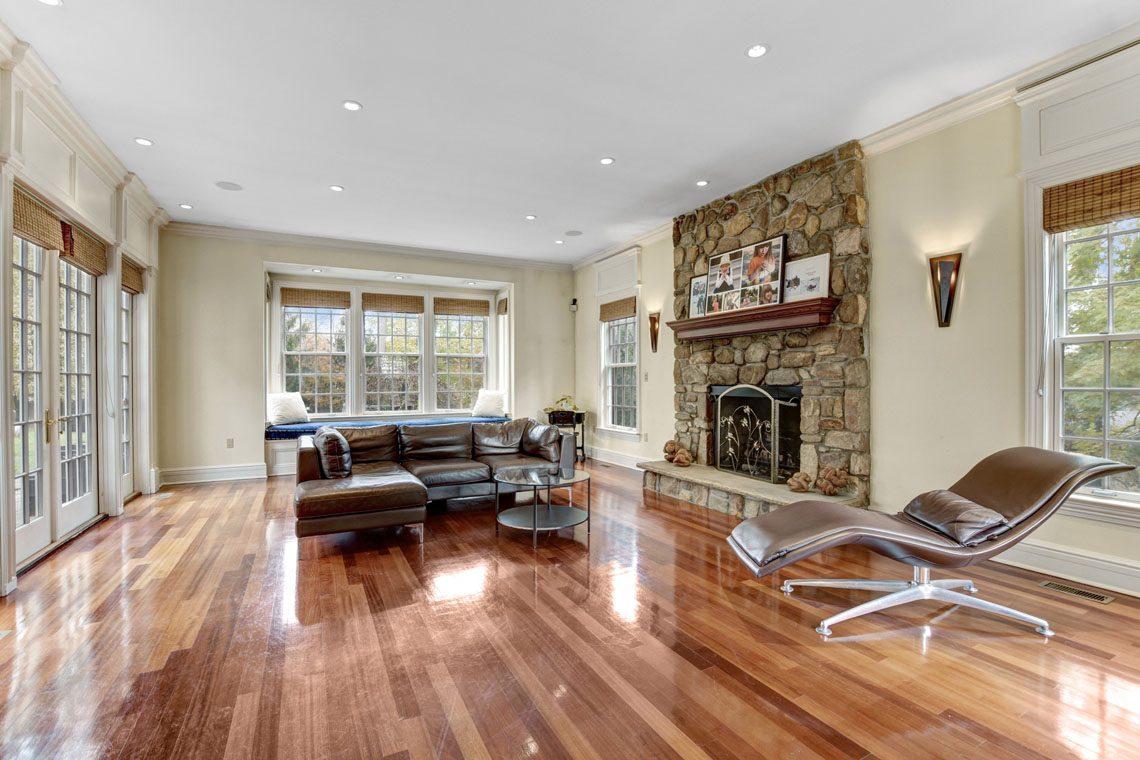 12 – 275 Hobart Avenue – Family Room