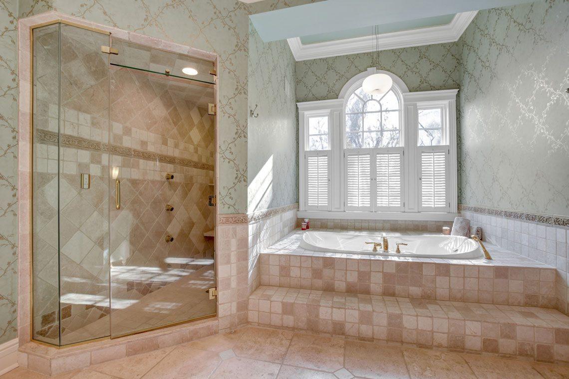 15 -275 Hobart Avenue – Master Bath