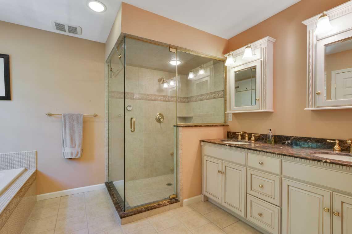 15 – 34 Seminole Way – Spa-like Master Bath