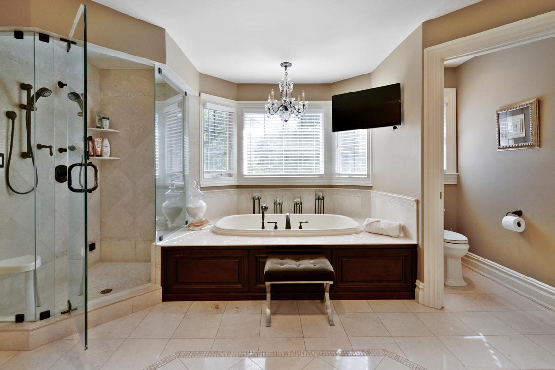 19 – 50 Hilltop Road – Spa-like Master Bath