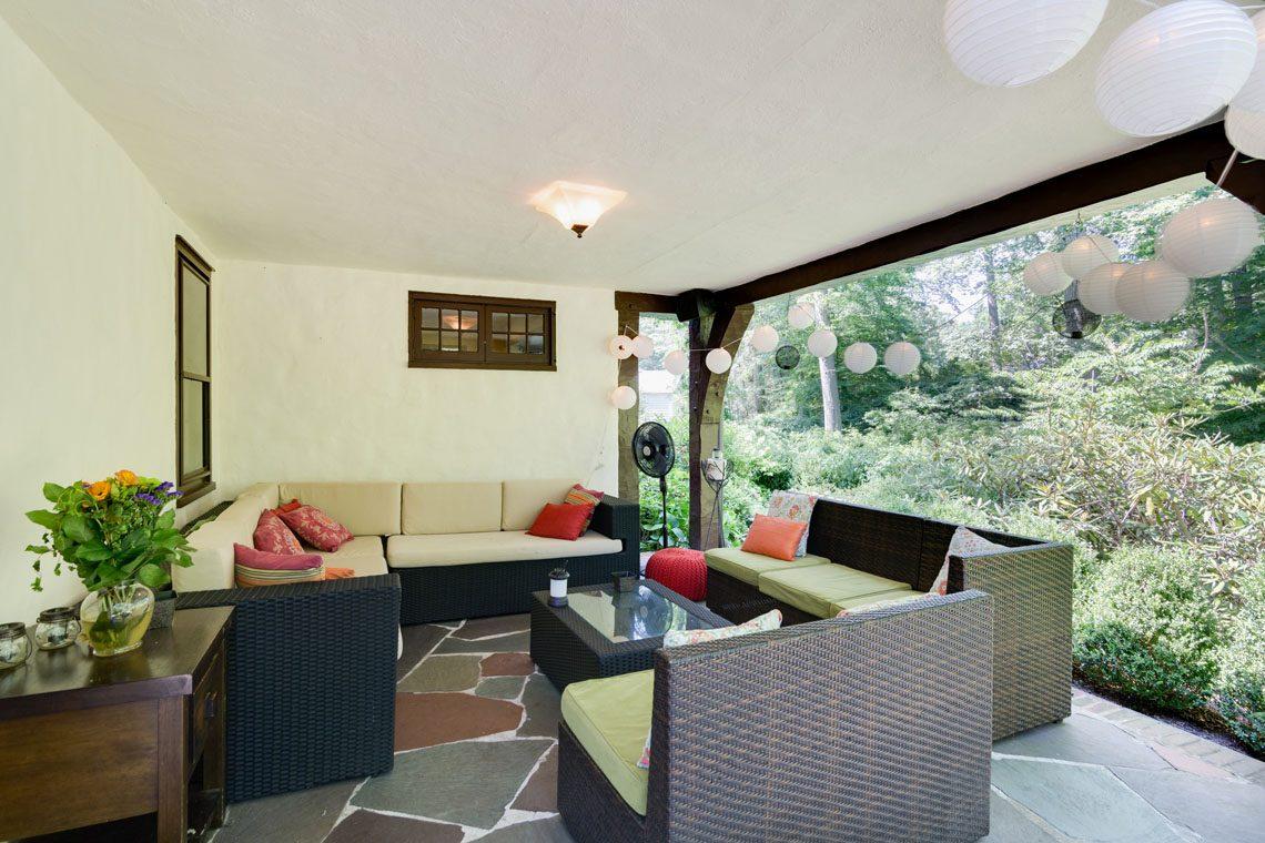 25 – 30 Delwick Lane – Back Porch