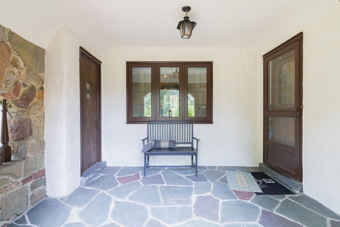 4 – 30 Delwick Lane – Front Porch
