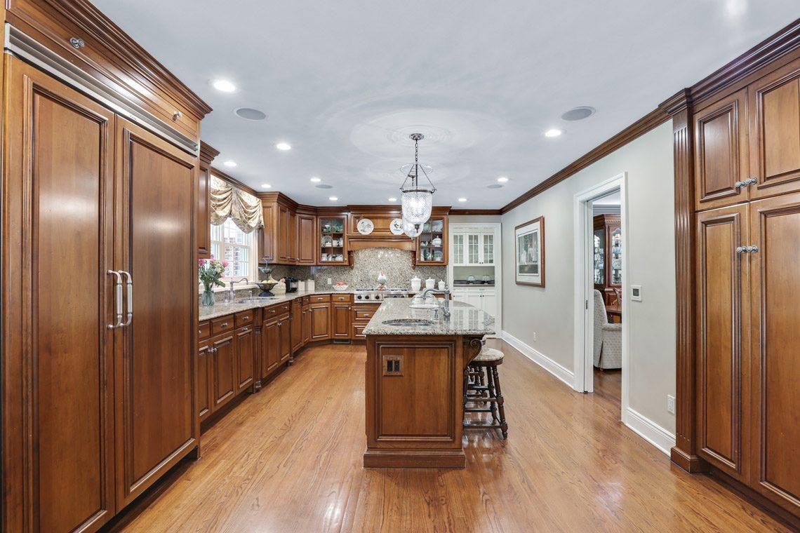10 – 9 Troy Lane – Gourmet Eat-in Kitchen