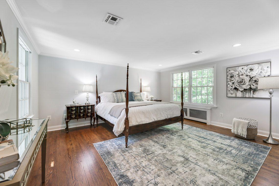 14 – 15 Park Circle – Master Bedroom