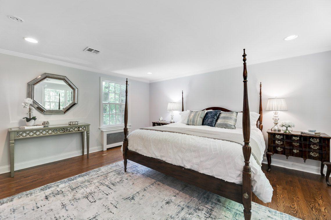 15 – 15 Park Circle – Master Bedroom