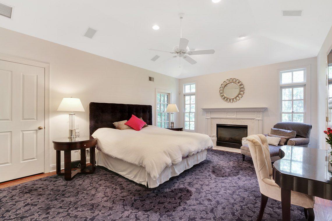 16 – 130 Fairfield Drive – Master Bedroom