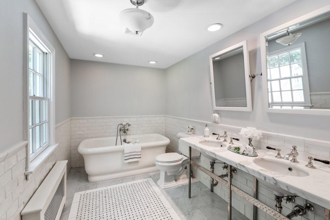 16 – 15 Park Circle – Spa-like Master Bath