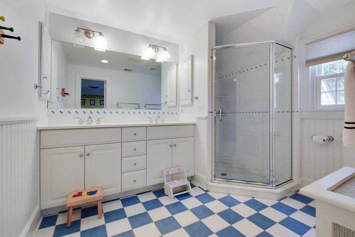 16 – 17 Farley Road – En Suite Bath