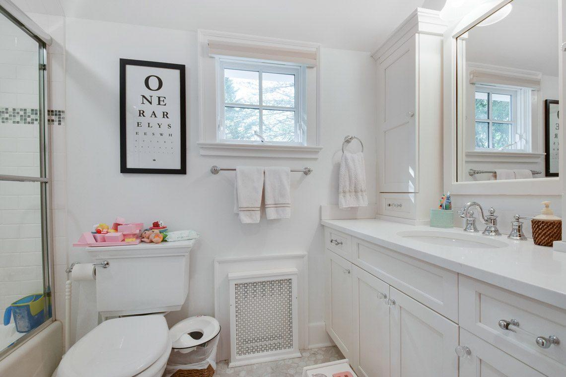 19 – 17 Farley Road – Hall Bath