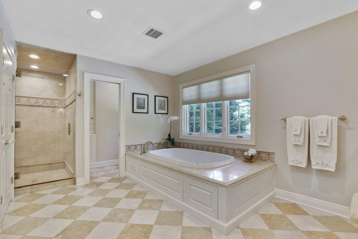 19 – 9 Troy Lane – Master Bath