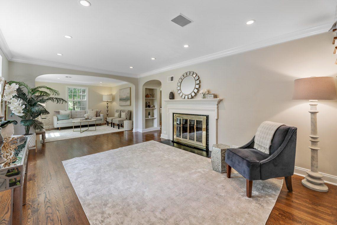 2 – 15 Park Circle – Living Room