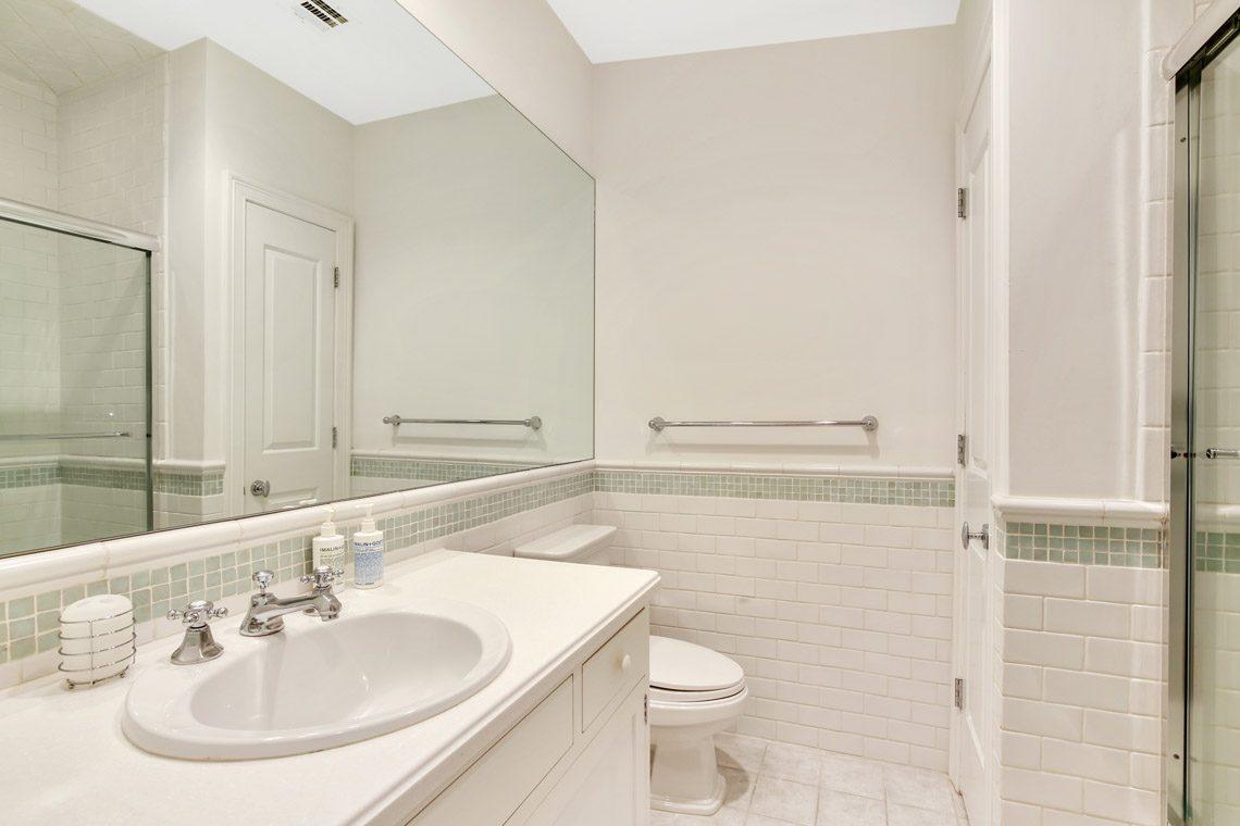 20 – 130 Fairfield Drive – Full Bath