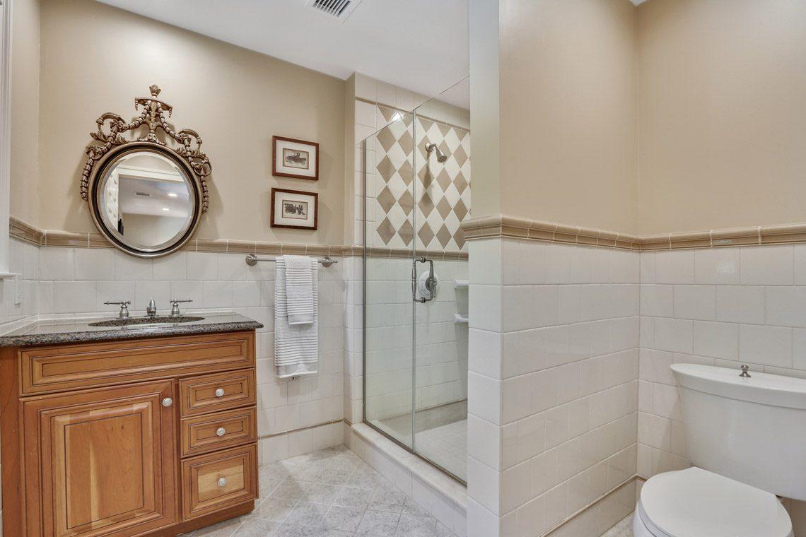 22 – 9 Troy Lane – En Suite Bath