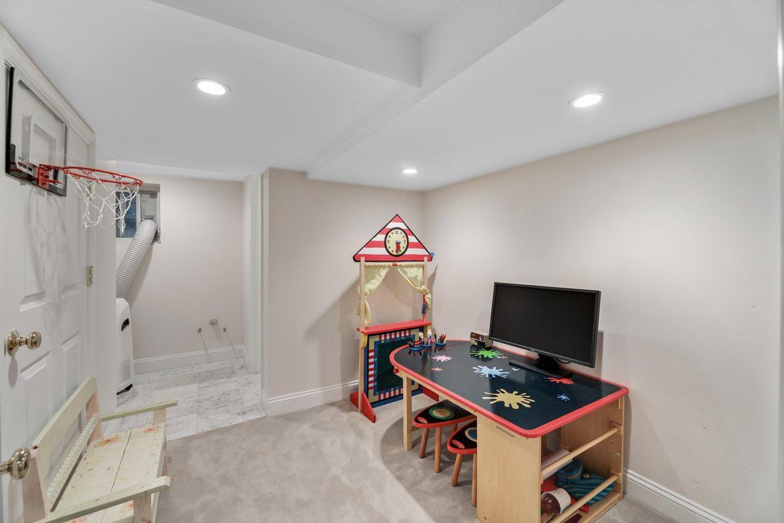 23 – 15 Park Circle – Playroom