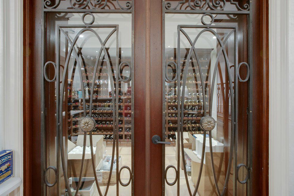 25 – 2 Jefferson Avenue – Spectacular Wine Cellar