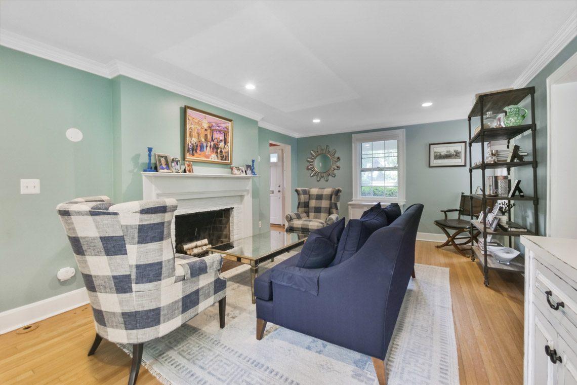 4 – 17 Farley Road – Living Room