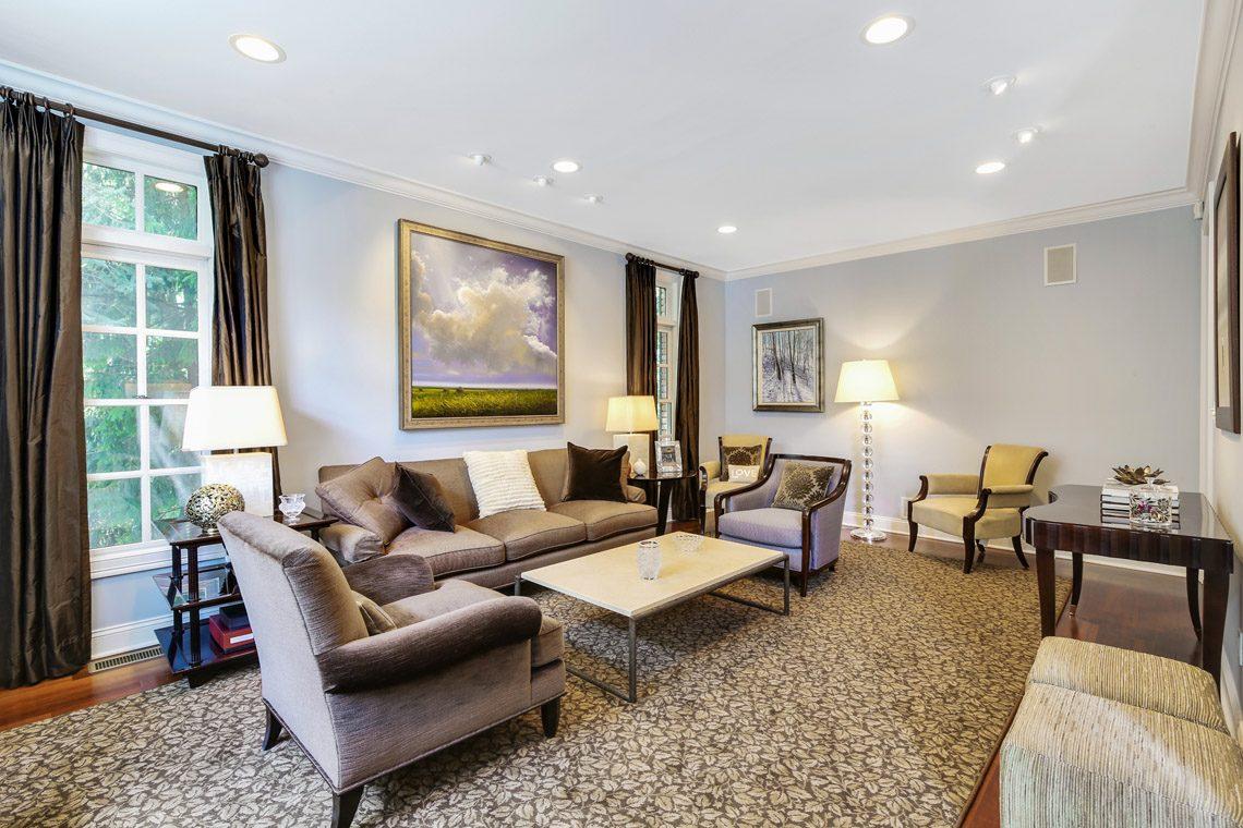 5 – 130 Fairfield Drive – Living Room