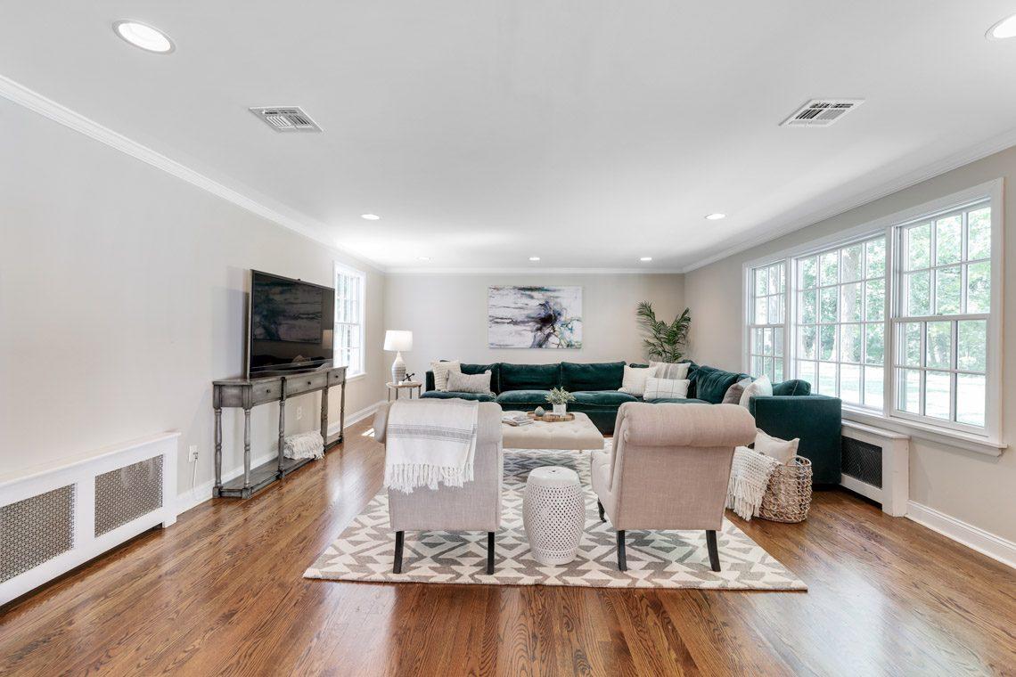 6 – 15 Park Circle – Family Room