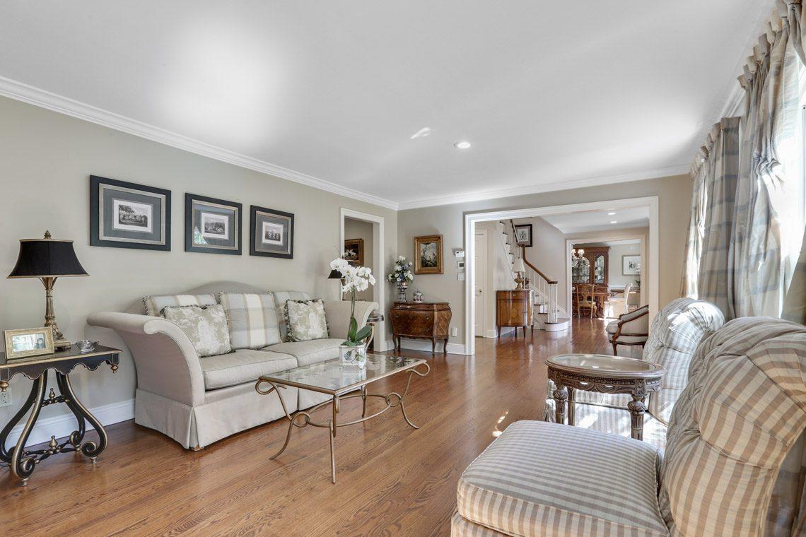 6 – 9 Troy Lane – Living Room