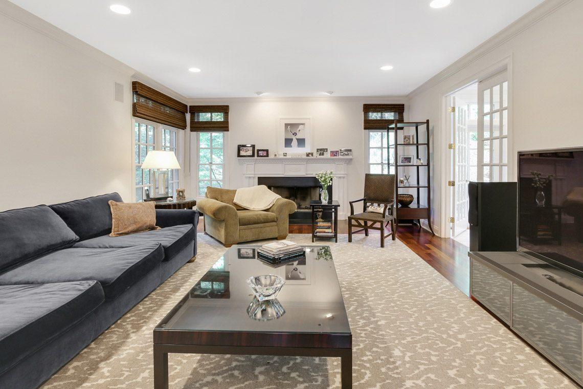 8 – 130 Fairfield Drive – Family Room