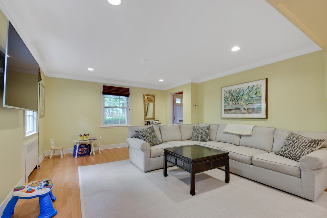 9 – 17 Farley Road – Family Room