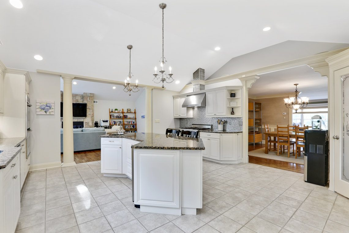 10 – 2 Briarwood Drive – Eat-in Kitchen