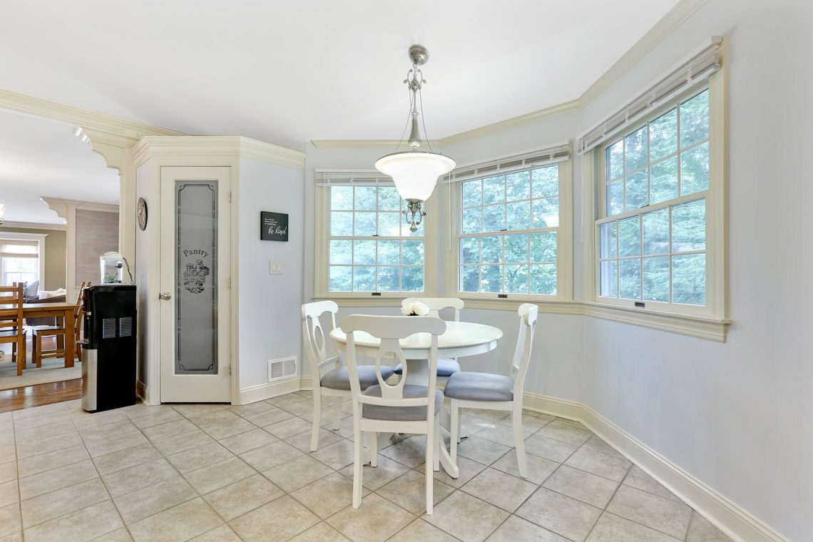 11 – 2 Briarwood Drive – Eat-in Kitchen
