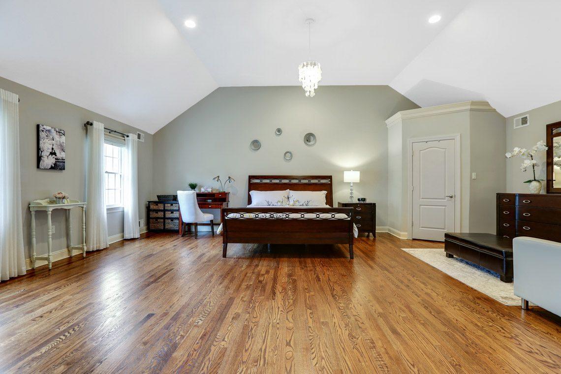 17 – 2 Briarwood Drive – Master Bedroom
