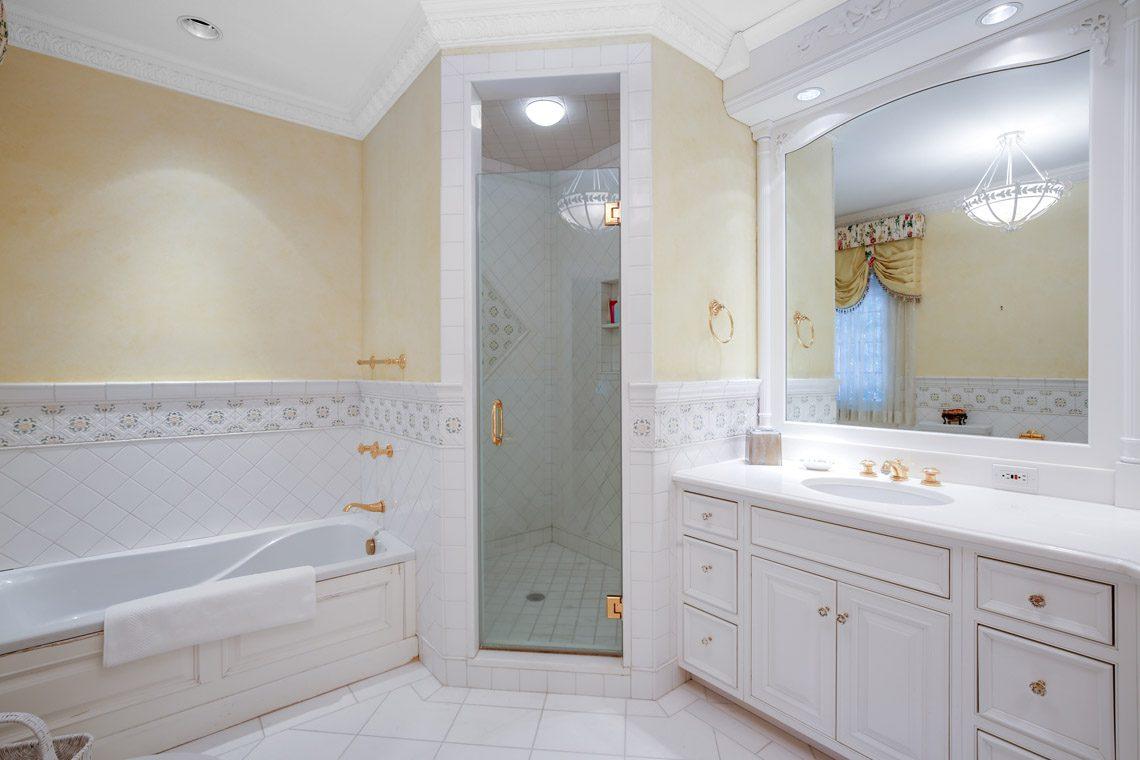 19 – 131 Rensselaer Road – Bedroom 2 En Suite Bath