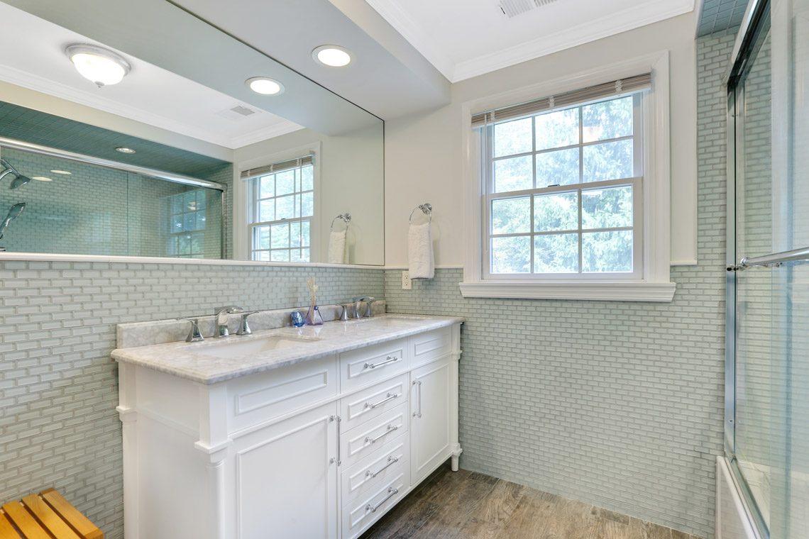 22 – 2 Briarwood Drive – Full Bath