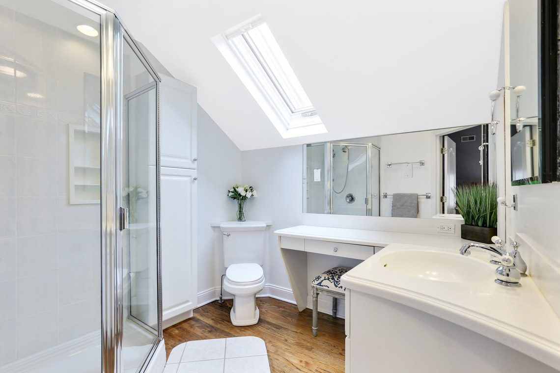 24 – 2 Briarwood Drive – In-law Suite En Suite Bath