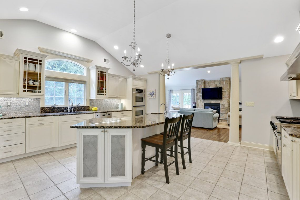 8 – 2 Briarwood Drive – Eat-in Kitchen