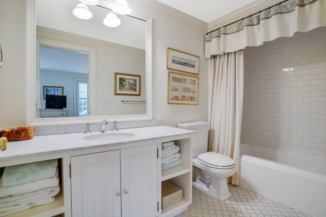 13 – 164 Highland Avenue – In-law Suite En Suite Bath