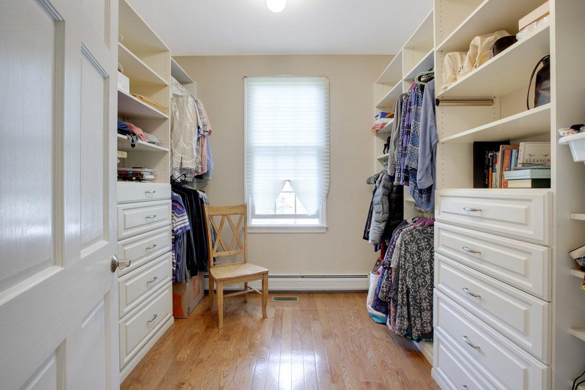 15 – 423 Hartshorn Drive – Master Walk-in Closet