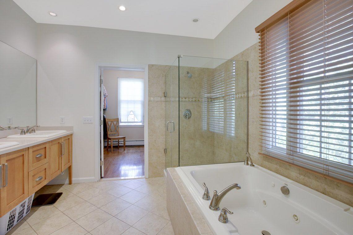16 – 423 Hartshorn Drive – Master Bath