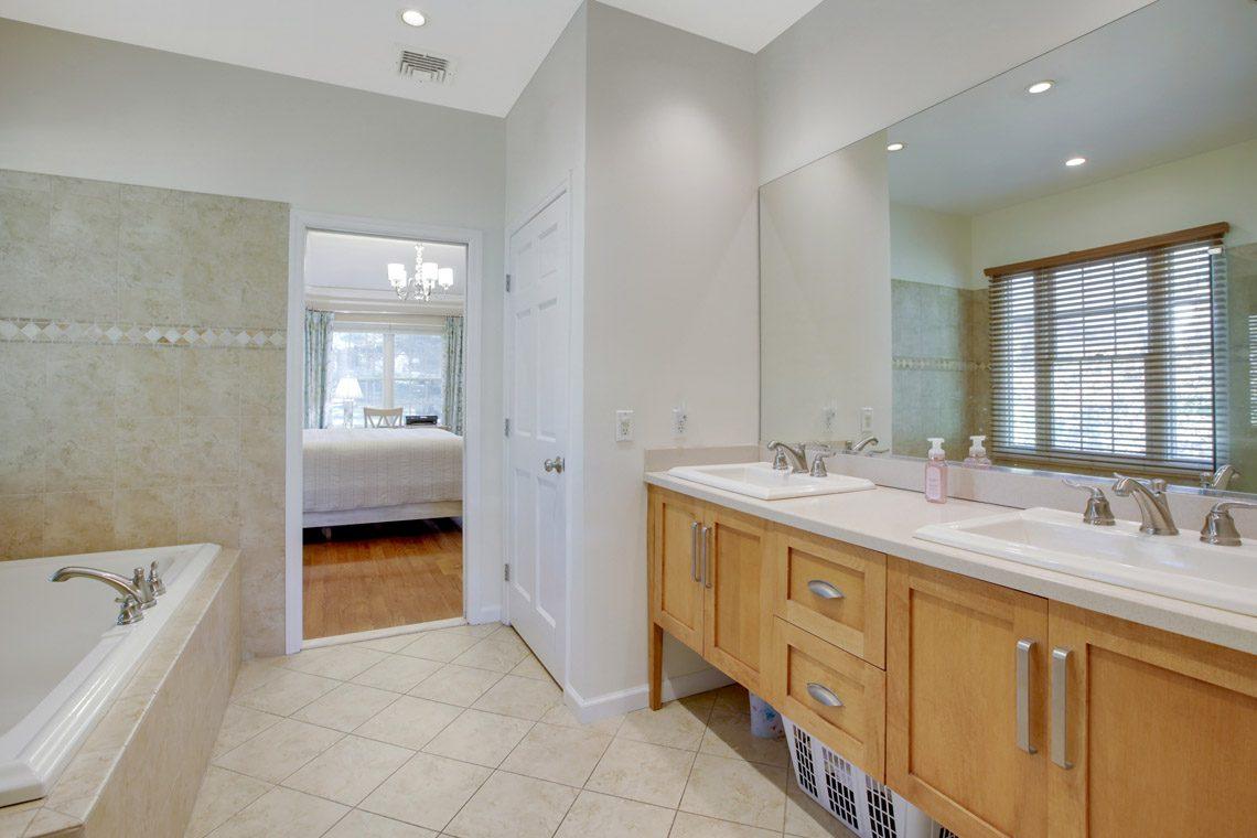 17 – 423 Hartshorn Drive – Master Bath